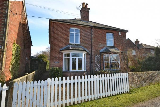 2 Knoll Cottages is located in Brockenhurst