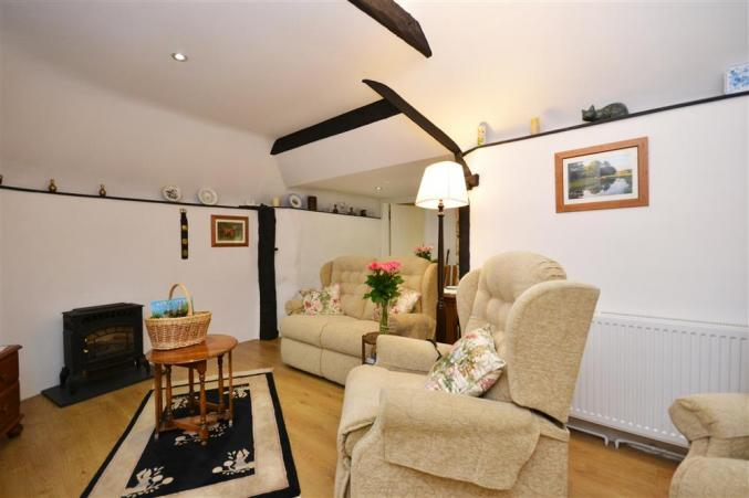 Little Cottage is in Tiptoe, Hampshire