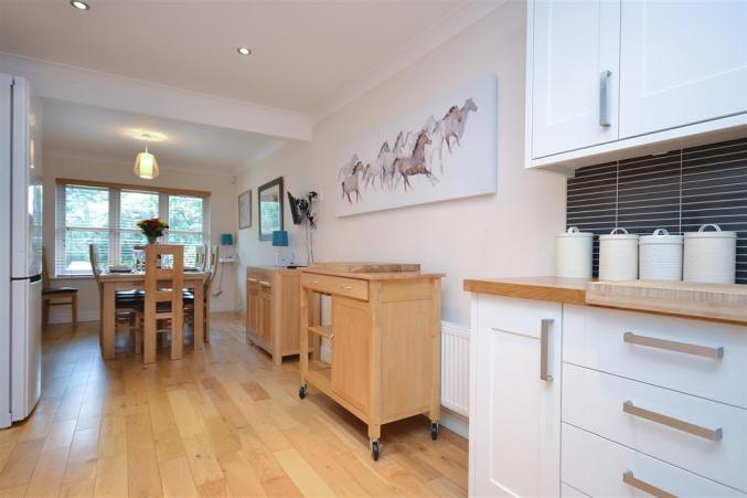 Mews Hill Images