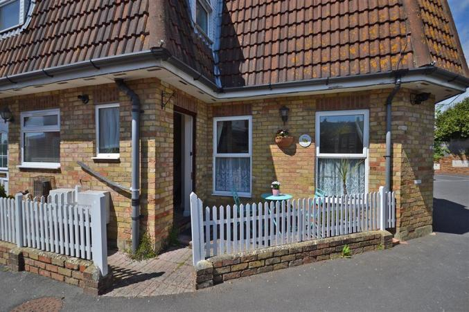 May Cottage is located in Milford on Sea